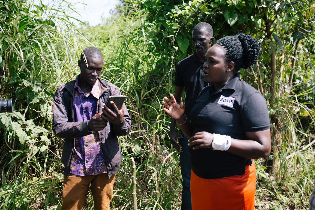 Setting land markers in conflict prevention programme. Uganda.